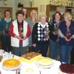 Diese Damen hatten Kuchen und Torten für den Abend gebacken.
